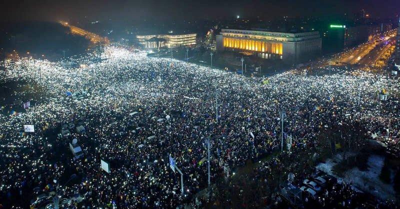 Didesak Aksi Massa, Pemerintah Rumania Terima Referendum Antikorupsi